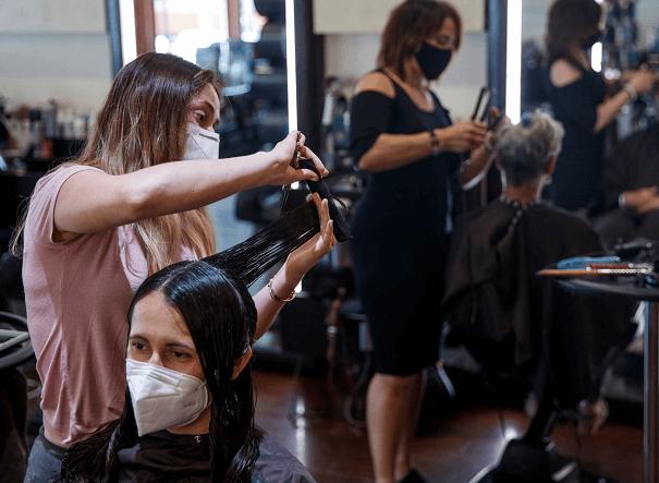 Aprenda algumas dicas de como atrair clientes para o seu salão de beleza e fidelizar todos ao seu redor!